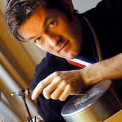 Nicolas Salagnac dans son atelier - Photo © Jean-Luc Mège