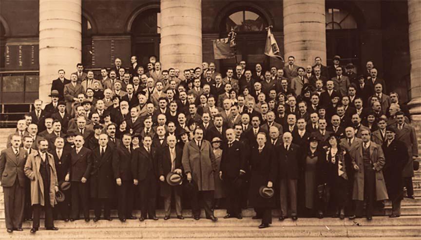 Paris, 1936. Les MOF à la Bourse avec G.-L. Castelain.