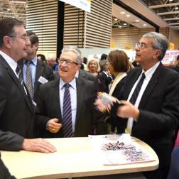 Le président de Rhône-Alpes, Jean-Jack Queyranne, sur le stand des Métiers d'Art au Mondial des Métiers 2015 avec Alain BERLIOZ-CURLET, Président de la Chambre Régionale de Métiers