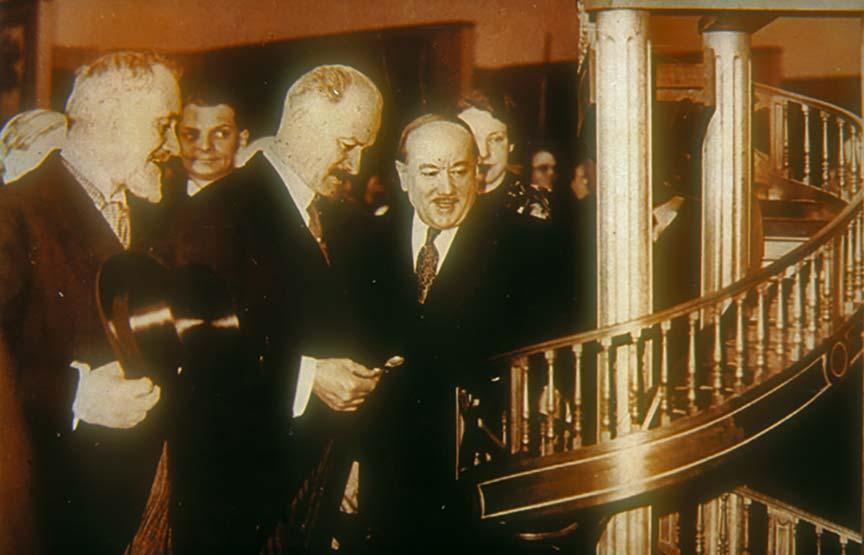 Paris, 1933. Le président de la République Albert Lebrun inaugure la 3e Exposition nationale du travail.